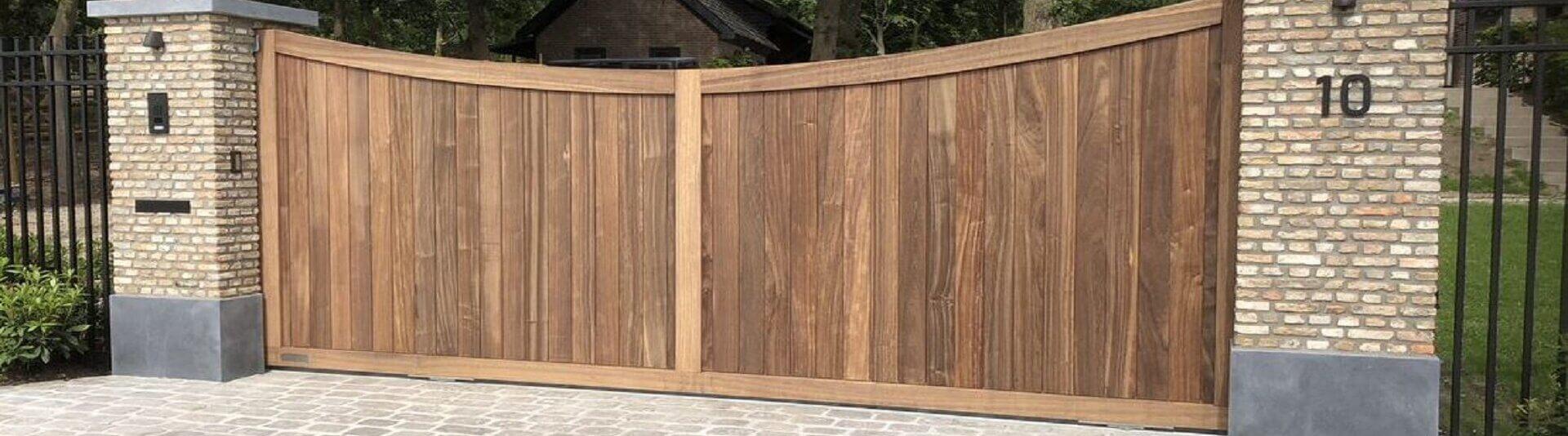 Padoek houten inrijpoort